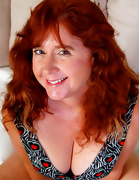 Fat mature redhead shows cunt
