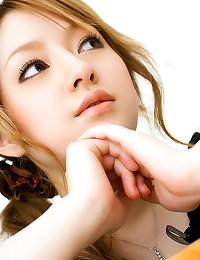 Japanese girl in natural ligh...
