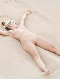 Hot young broad getting fully...