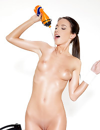 Oiling up a hot body