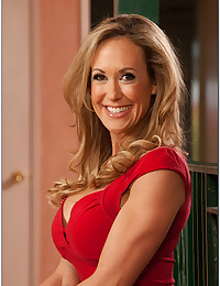 Curvaceous Cougar Brandi Exposes Pussy