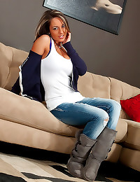 Nikki Sims sexy in jeans