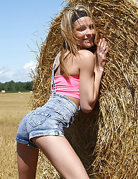 Exquisite And Sexy Country Girl Lola