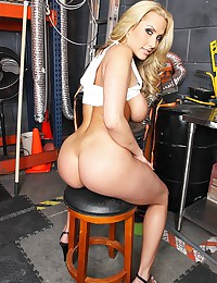 Alanah Rae makes her debut on...