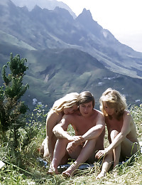 Two cute retro blondes pleasing one erection