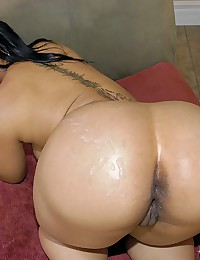 Curvaceous Ebony Babe Rides Wang
