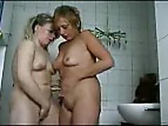 Piss: Yvonne & Anja Lesbian piss