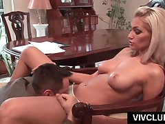 Tempting Blonde Hottie Gets Pussy Licked